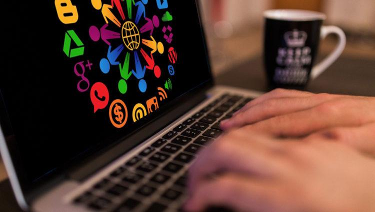 Como colocar sua pequena ou média empresa online: Guia passo a passo.